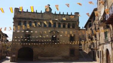 ayuntamiento con banderetas 2013-2